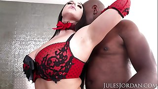 Jules Jordan - Angela White Sets A BOOBY Trap For Mandingo That Ends In Her ASS!