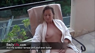 Real amateur housewife sharing her sexy life as a swinger